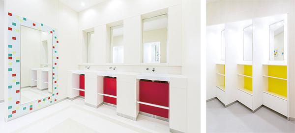 パウダーコーナー:各階のトイレごとに設置されたパウダースペース。テーマを持たせそれぞれインテリアも異なり、おしゃれで充実のスペースです!
